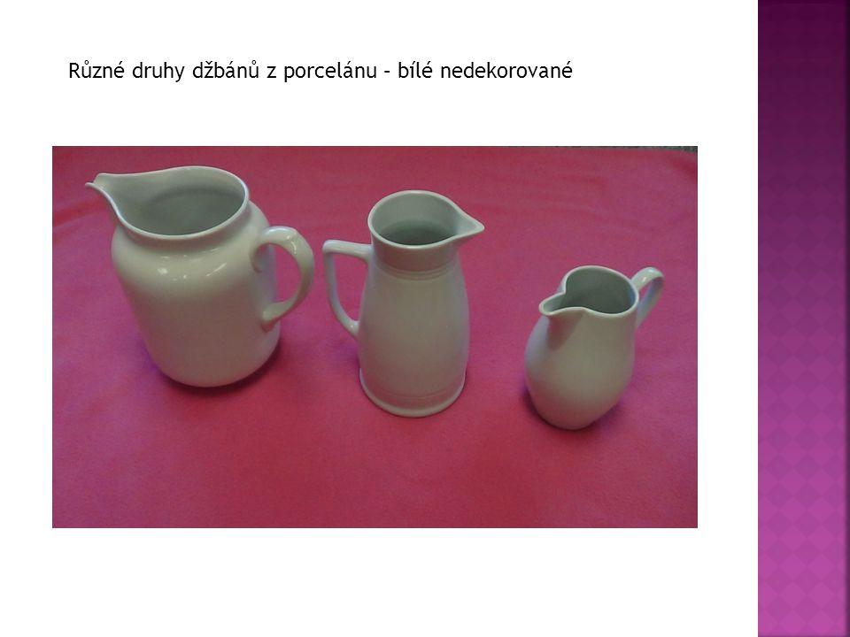 Různé druhy džbánů z porcelánu – bílé nedekorované