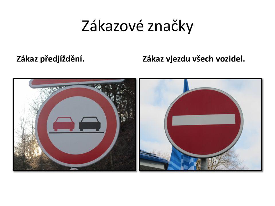 Zákazové značky Zákaz předjíždění. Zákaz vjezdu všech vozidel.