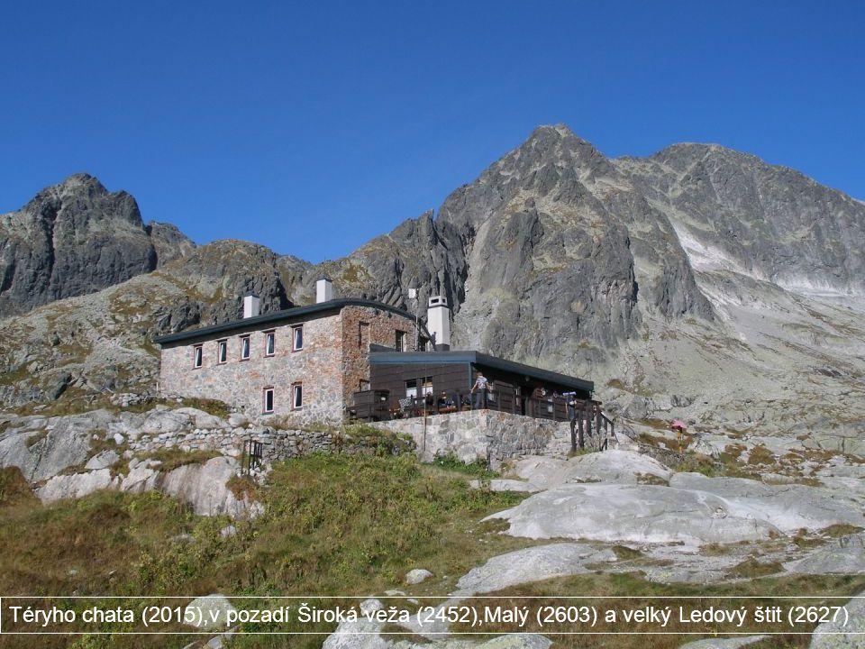 Téryho chata (2015),v pozadí Široká veža (2452),Malý (2603) a velký Ledový štit (2627)