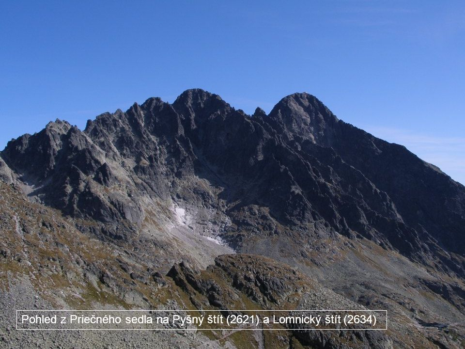 Pohled z Priečného sedla na Pyšný štít (2621) a Lomnický štít (2634)