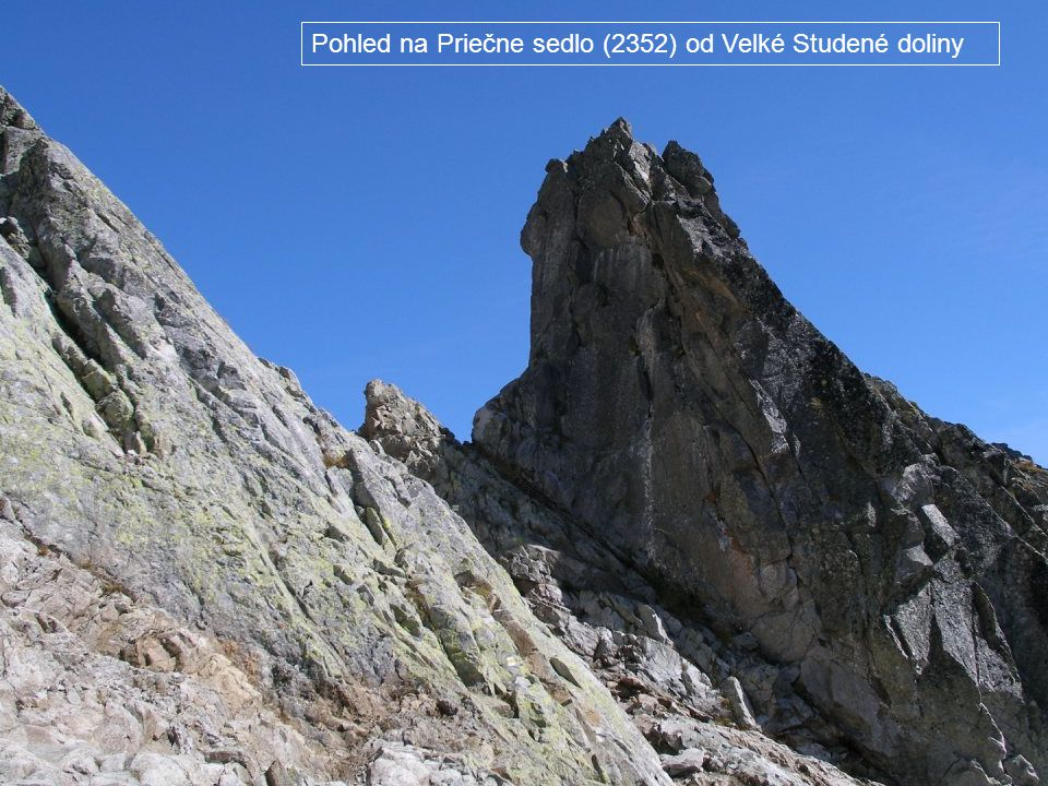Pohled na Priečne sedlo (2352) od Velké Studené doliny