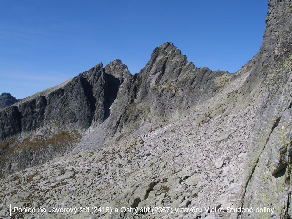 Pohled na Javorový štít (2418) a Ostrý štít (2367) v závěru Vlelké Studené doliny