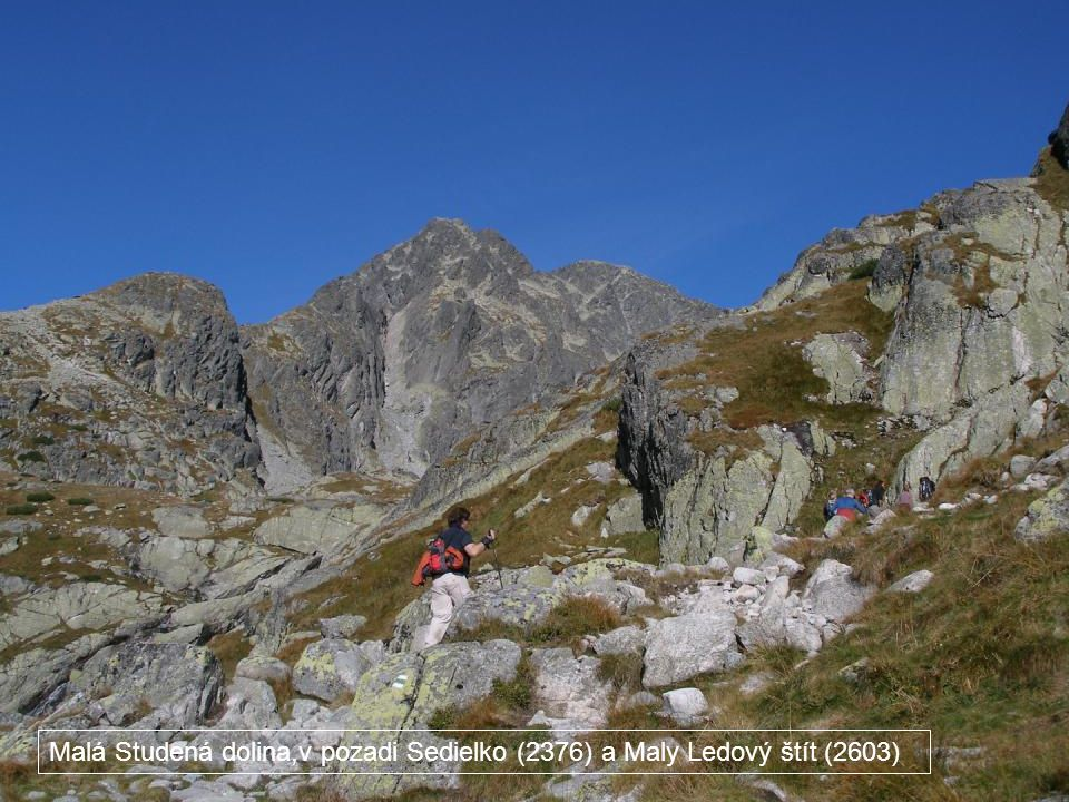 Malá Studená dolina,v pozadi Sedielko (2376) a Maly Ledový štít (2603)