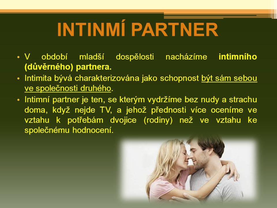 INTINMÍ PARTNER V období mladší dospělosti nacházíme intimního (důvěrného) partnera.