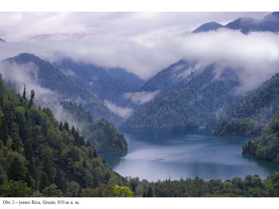 Obr. 2 – jezero Rica, Gruzie, 950 m n. m.