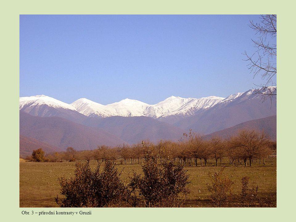 Obr. 3 – přírodní kontrasty v Gruzii