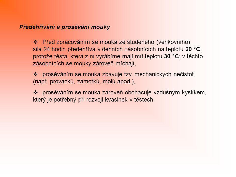 Předehřívání a prosévání mouky