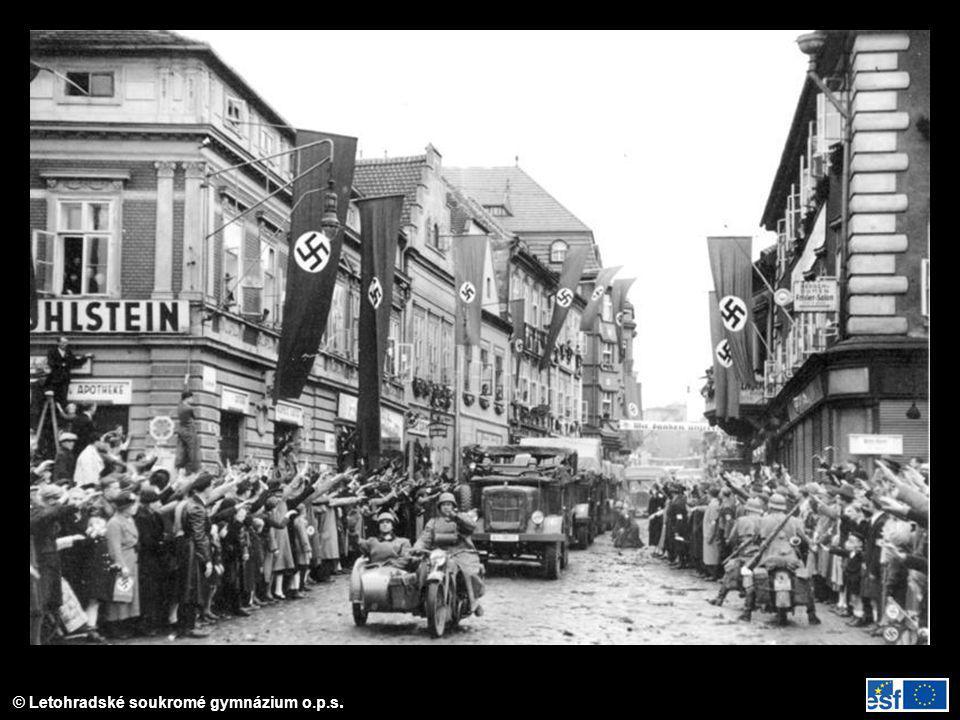 Sudetští Němci vítají německou armádu