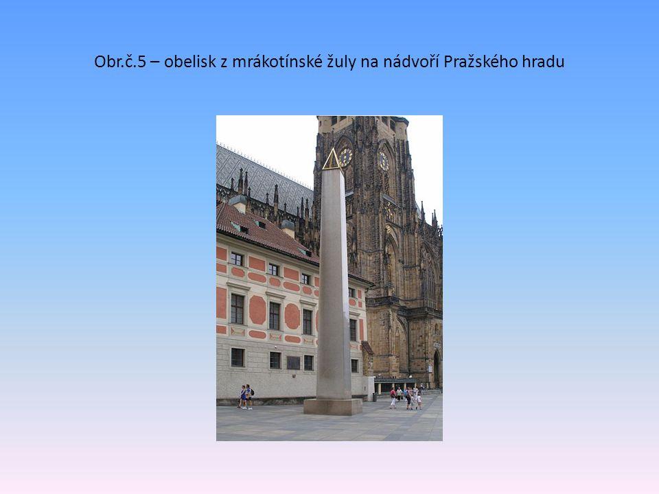 Obr.č.5 – obelisk z mrákotínské žuly na nádvoří Pražského hradu
