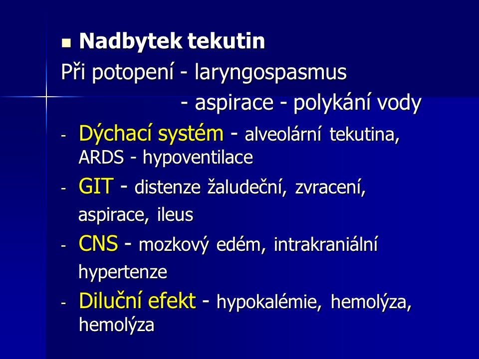 Při potopení - laryngospasmus - aspirace - polykání vody