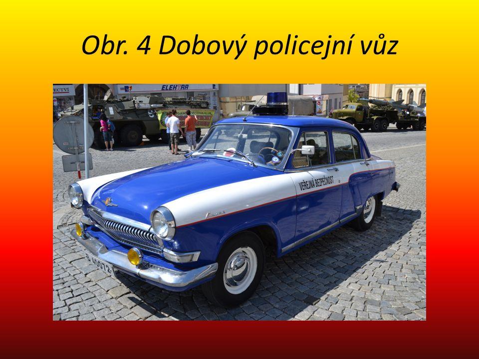Obr. 4 Dobový policejní vůz