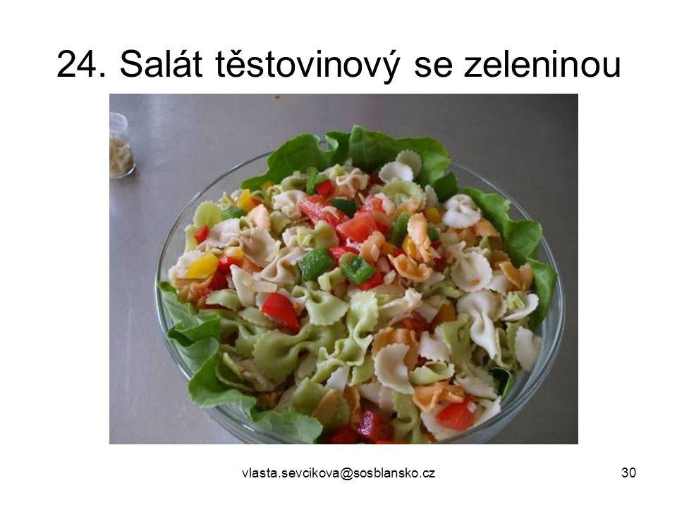 24. Salát těstovinový se zeleninou