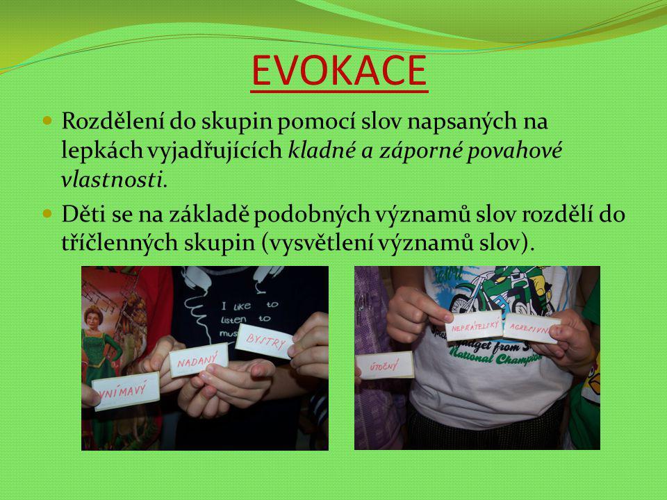 EVOKACE Rozdělení do skupin pomocí slov napsaných na lepkách vyjadřujících kladné a záporné povahové vlastnosti.