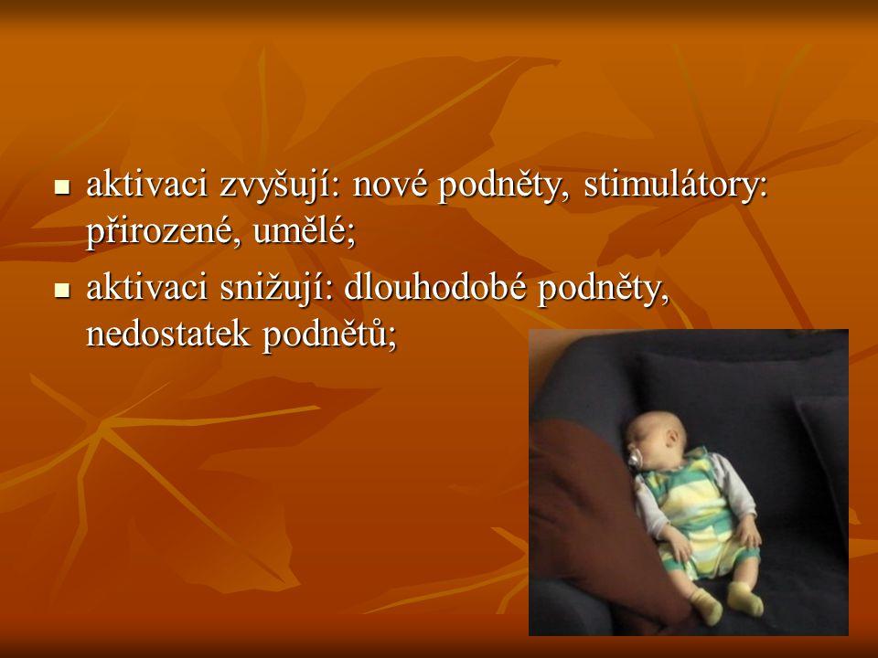 aktivaci zvyšují: nové podněty, stimulátory: přirozené, umělé;