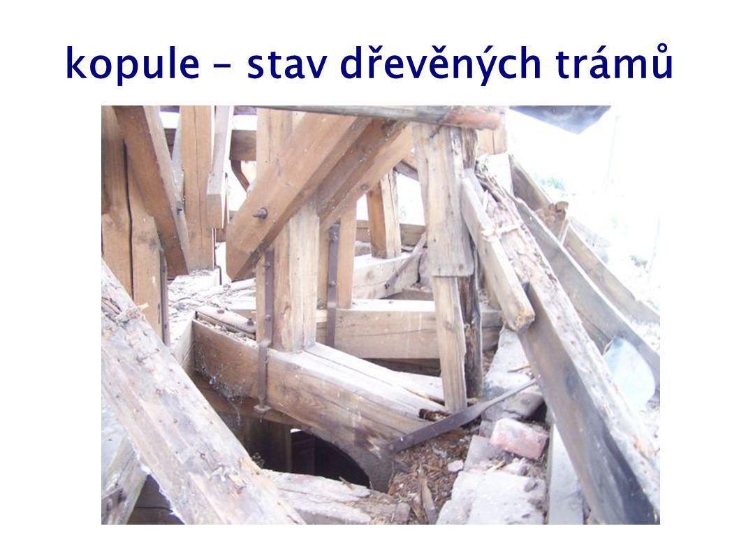 kopule – stav dřevěných trámů
