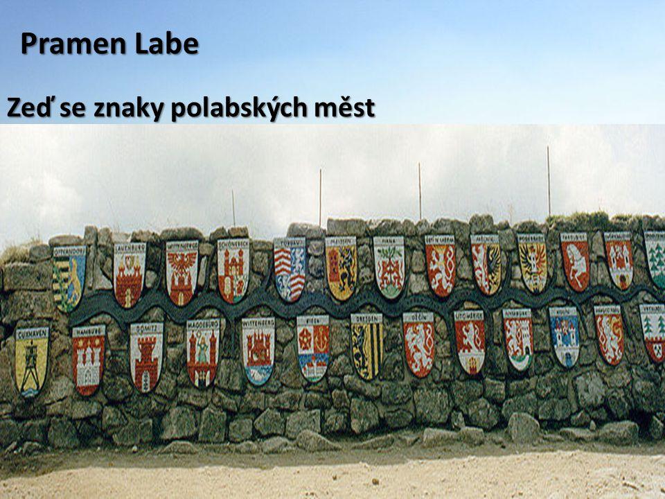 Pramen Labe Zeď se znaky polabských měst