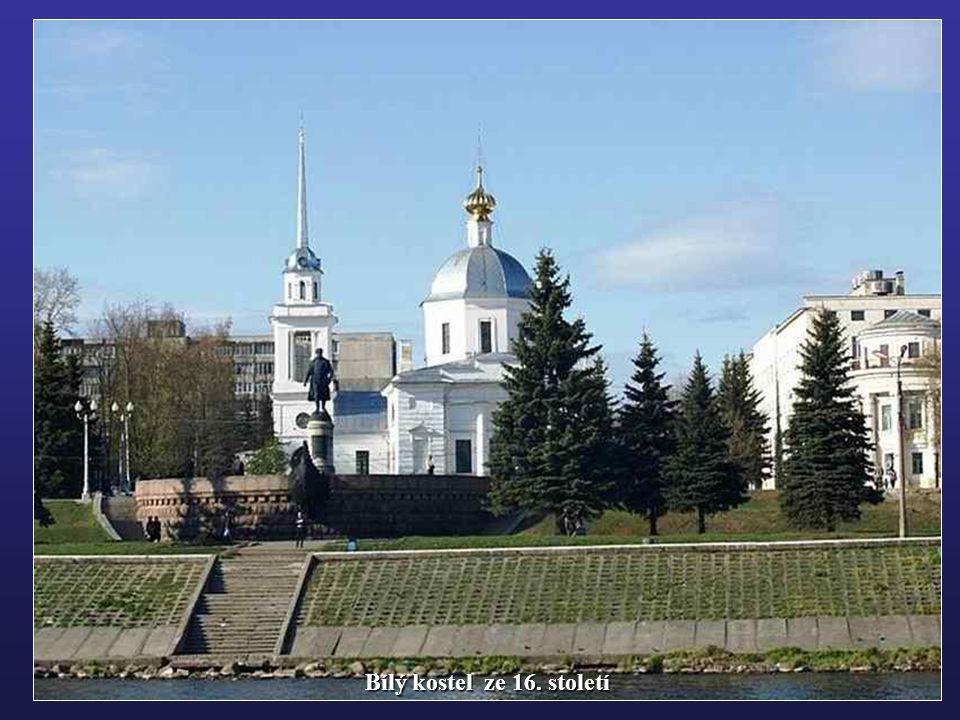 Bílý kostel ze 16. století