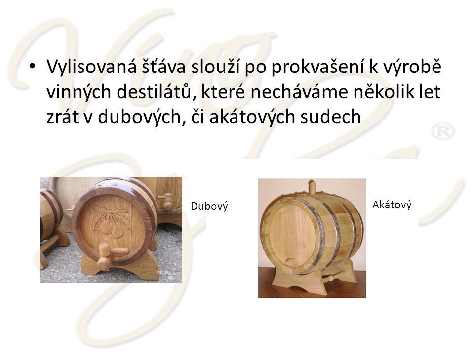 Vylisovaná šťáva slouží po prokvašení k výrobě vinných destilátů, které necháváme několik let zrát v dubových, či akátových sudech