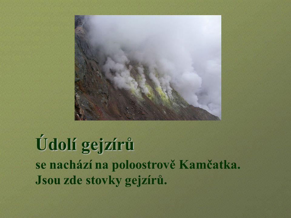 se nachází na poloostrově Kamčatka. Jsou zde stovky gejzírů.