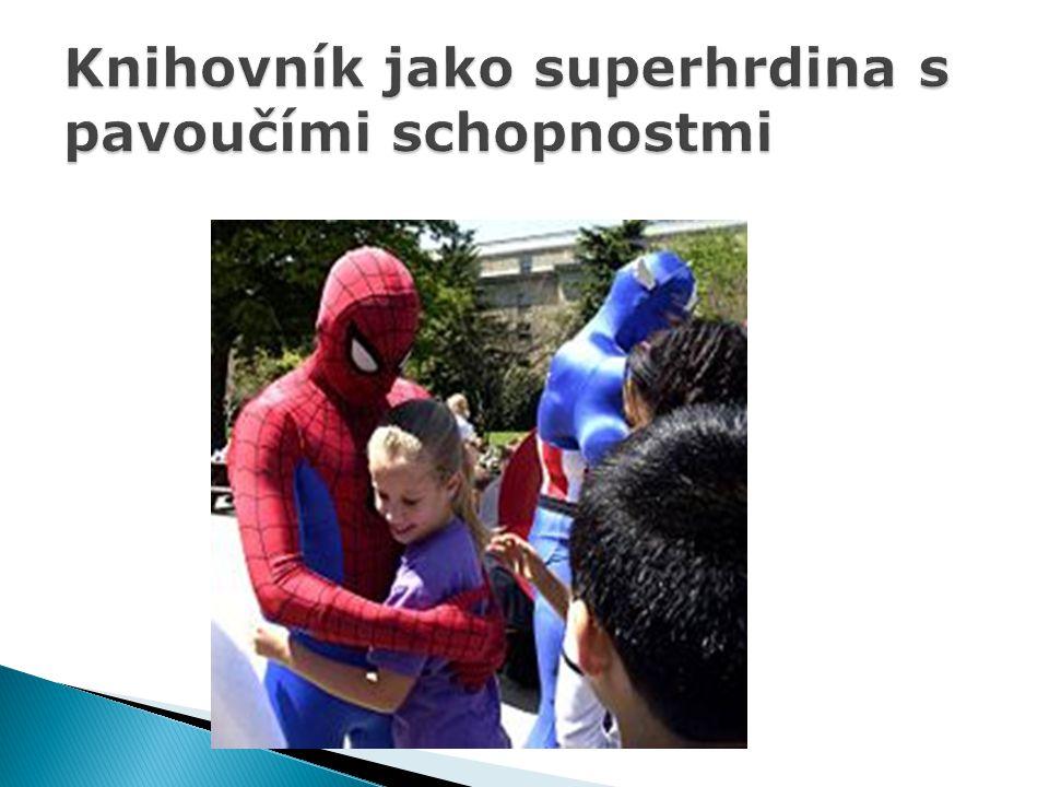 Knihovník jako superhrdina s pavoučími schopnostmi