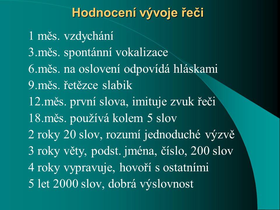 Hodnocení vývoje řeči 1 měs. vzdychání. 3.měs. spontánní vokalizace. 6.měs. na oslovení odpovídá hláskami.