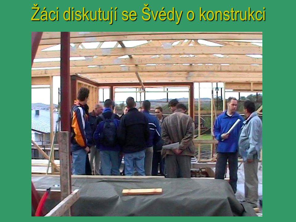 Žáci diskutují se Švédy o konstrukci