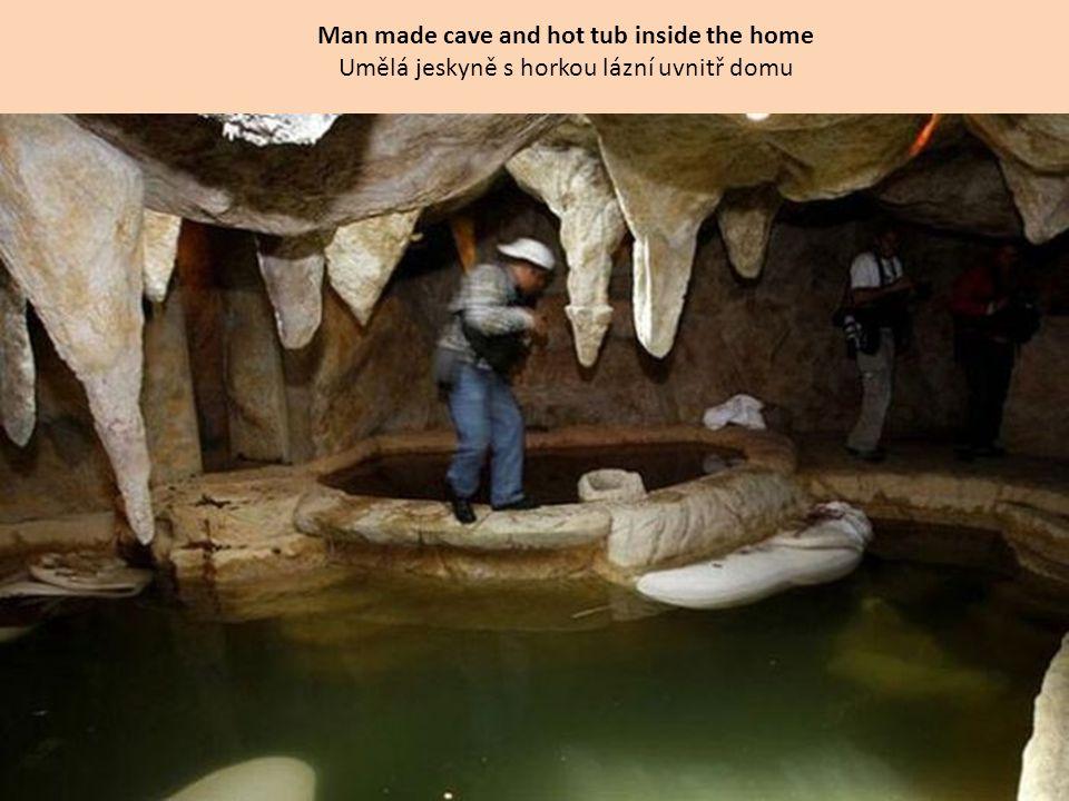 Man made cave and hot tub inside the home Umělá jeskyně s horkou lázní uvnitř domu