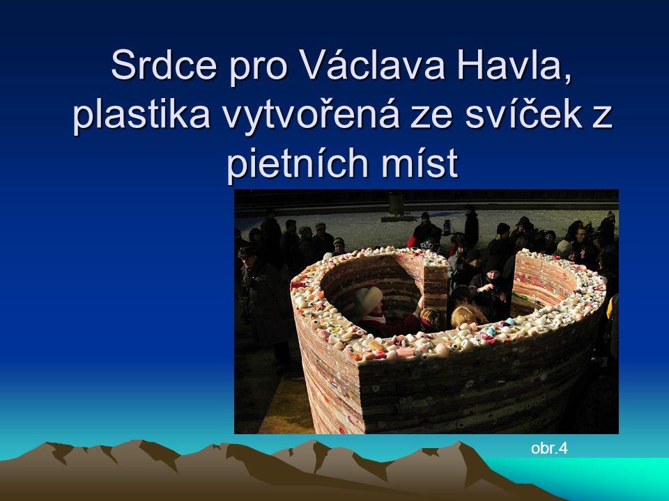 Srdce pro Václava Havla, plastika vytvořená ze svíček z pietních míst