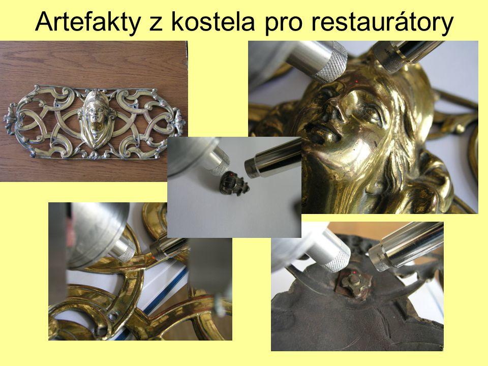 Artefakty z kostela pro restaurátory