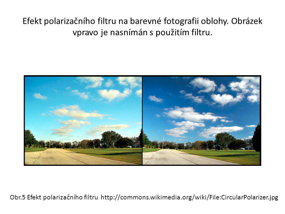 Efekt polarizačního filtru na barevné fotografii oblohy