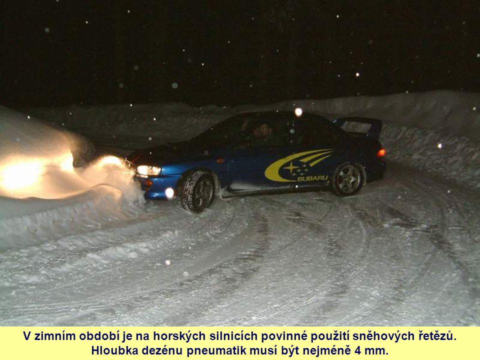 V zimním období je na horských silnicích povinné použití sněhových řetězů.