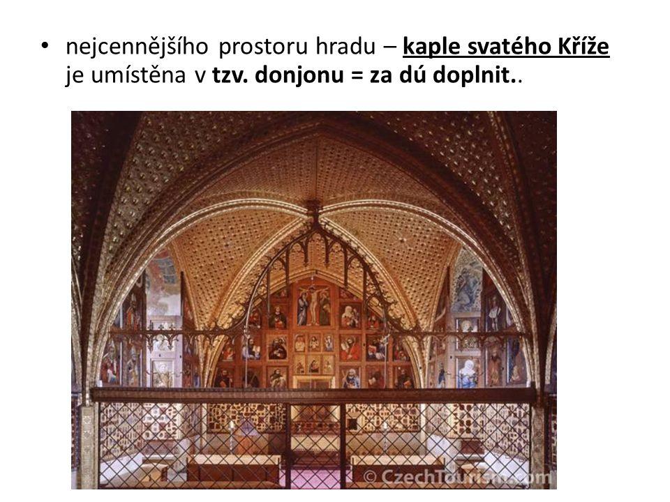 nejcennějšího prostoru hradu – kaple svatého Kříže je umístěna v tzv