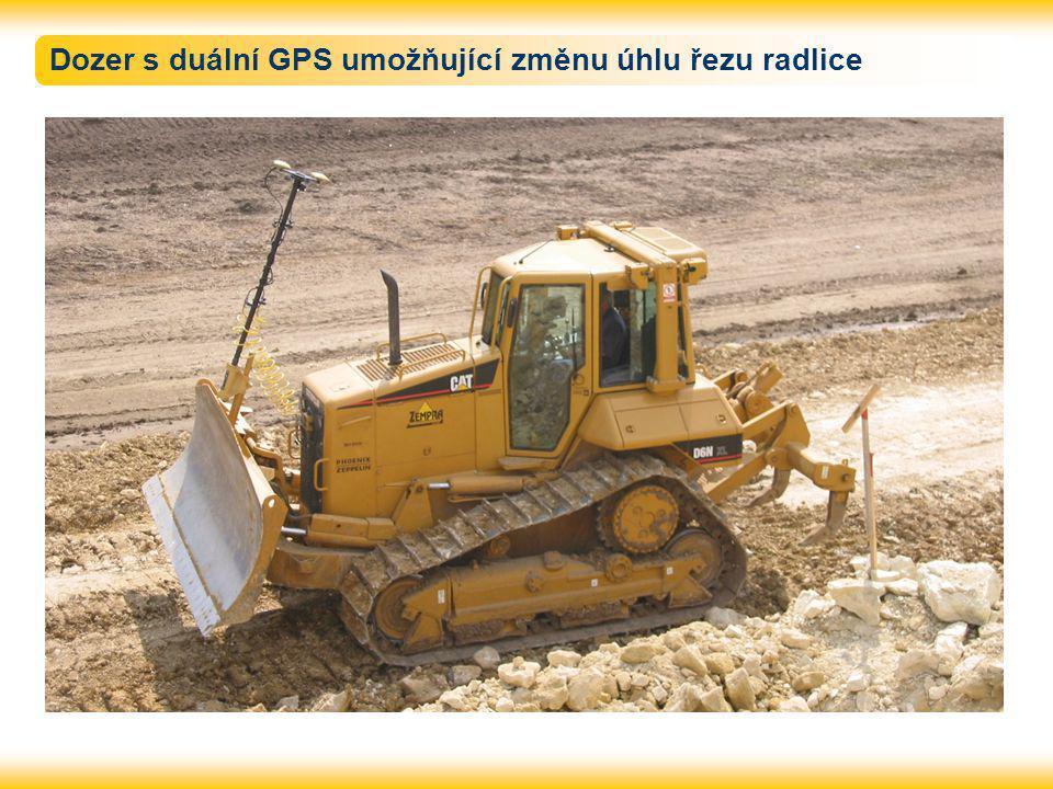 Dozer s duální GPS umožňující změnu úhlu řezu radlice