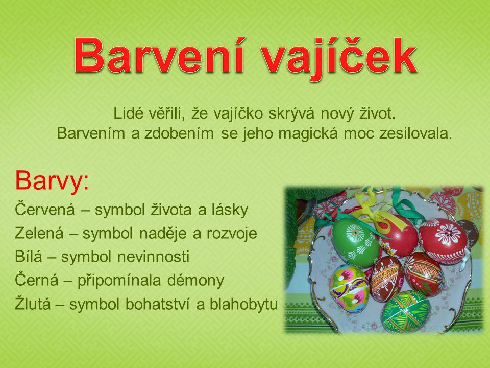 Barvení vajíček Barvy: Lidé věřili, že vajíčko skrývá nový život.