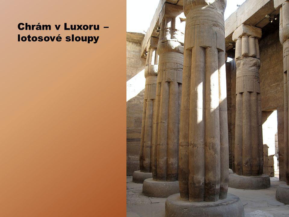 Chrám v Luxoru – lotosové sloupy