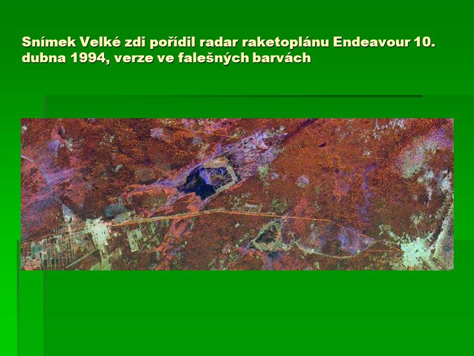 Snímek Velké zdi pořídil radar raketoplánu Endeavour 10