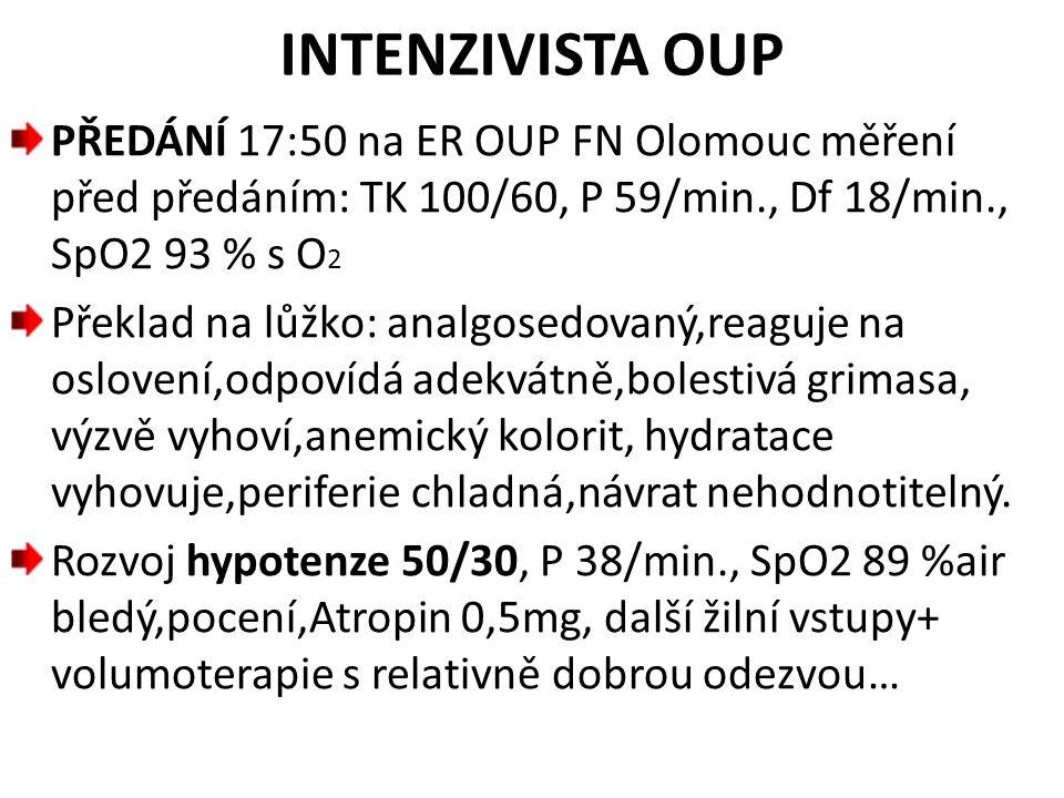 INTENZIVISTA OUP PŘEDÁNÍ 17:50 na ER OUP FN Olomouc měření před předáním: TK 100/60, P 59/min., Df 18/min., SpO2 93 % s O2.