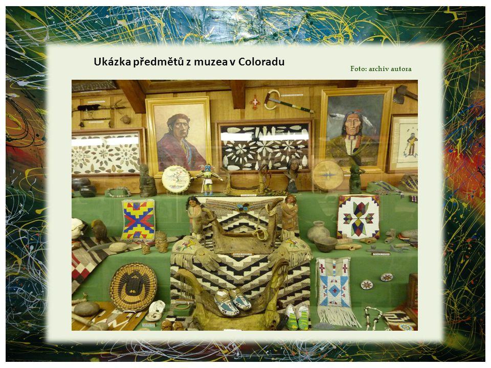 Ukázka předmětů z muzea v Coloradu