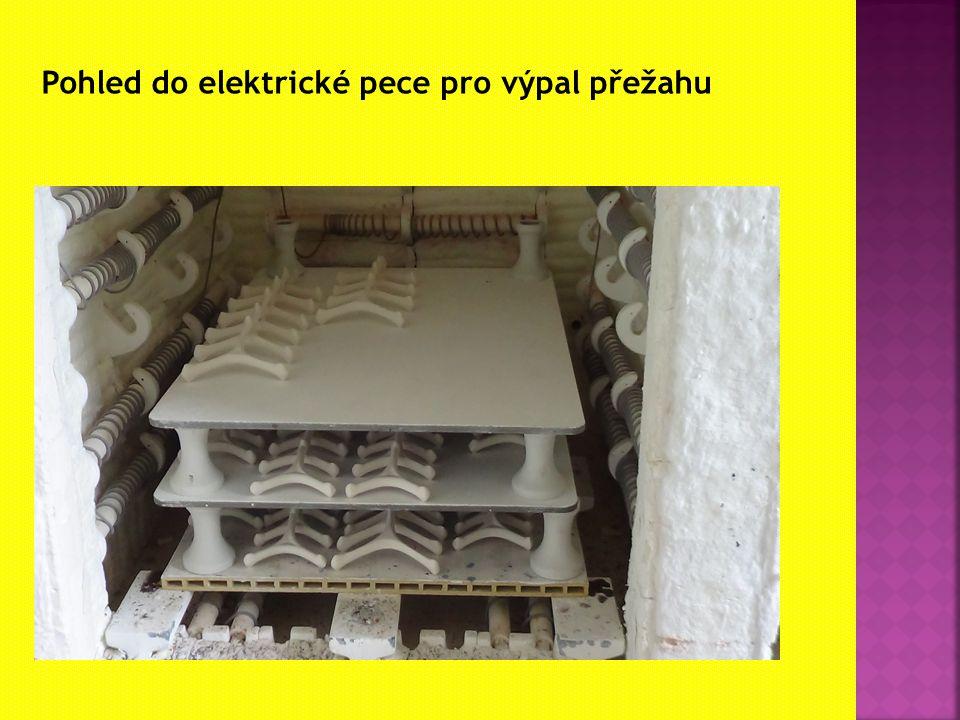 Pohled do elektrické pece pro výpal přežahu