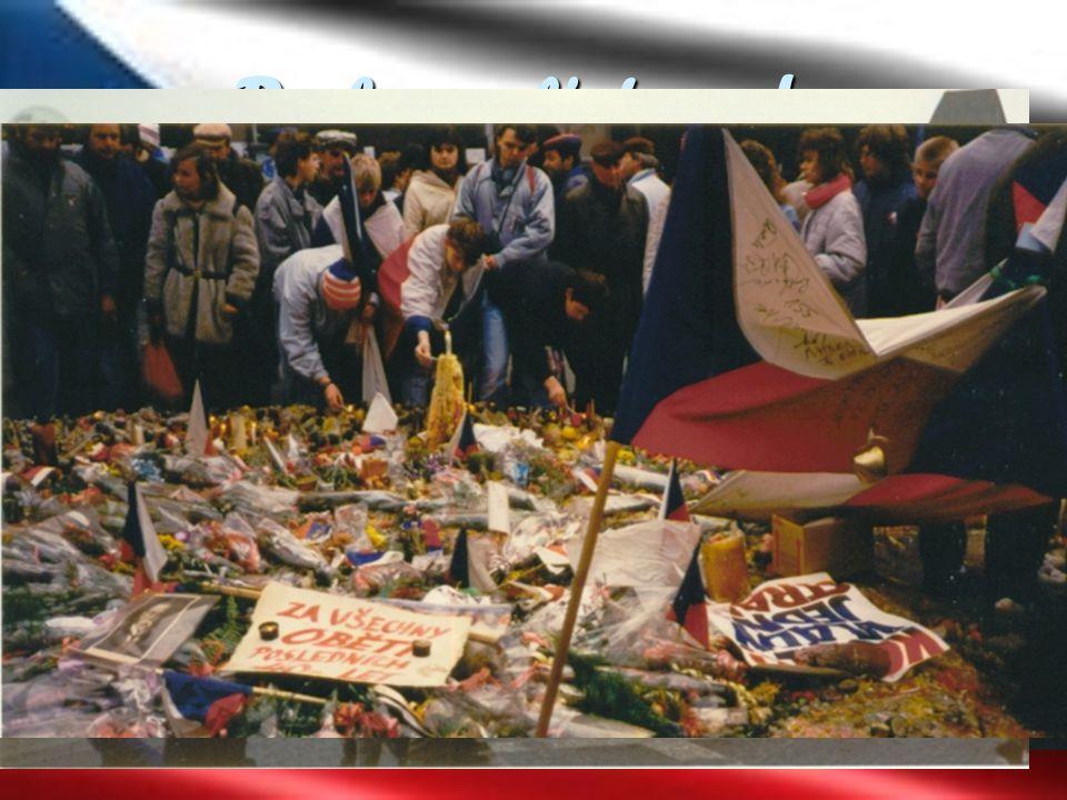 Do konce listopadu 20. 11. – demonstrace na Václavském náměstí 100-150 tisíc lidí. Začaly vycházet první necenzurované noviny Svobodné slovo.