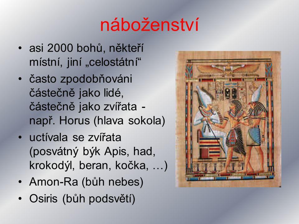 """náboženství asi 2000 bohů, někteří místní, jiní """"celostátní"""
