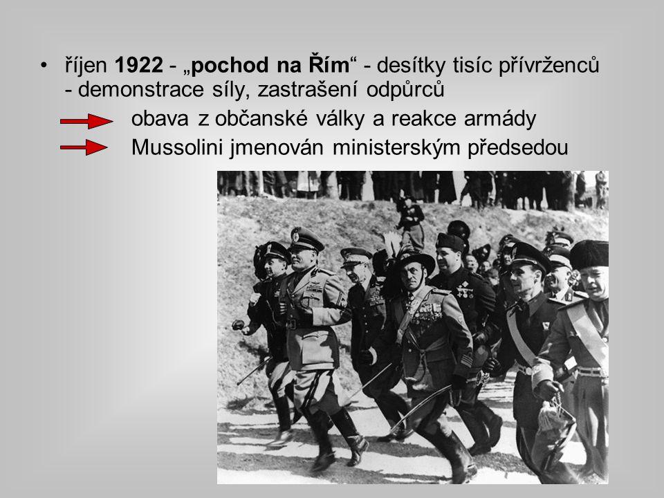 """říjen 1922 - """"pochod na Řím - desítky tisíc přívrženců - demonstrace síly, zastrašení odpůrců"""