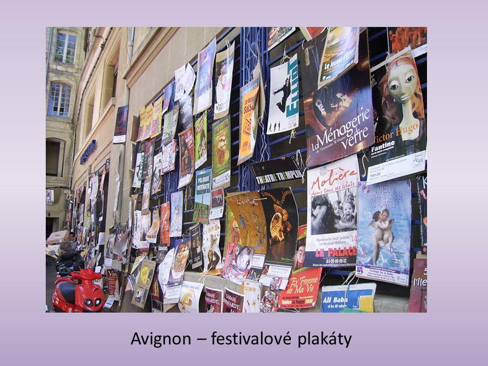 Avignon – festivalové plakáty