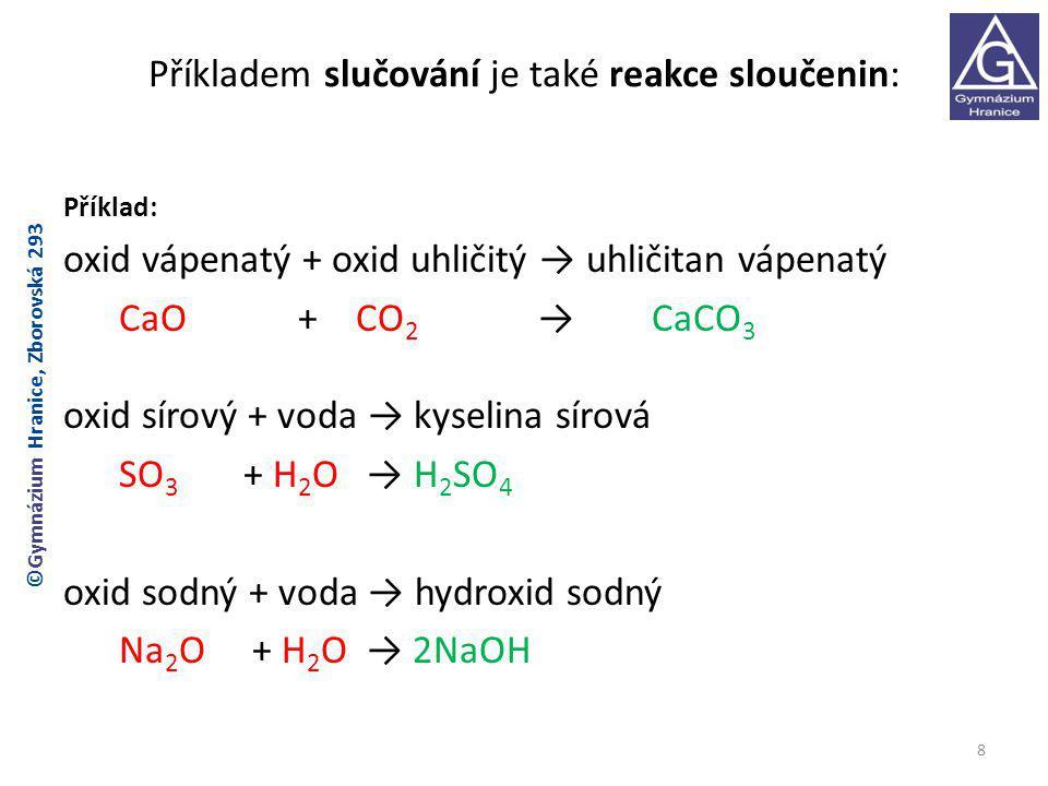 Příkladem slučování je také reakce sloučenin: