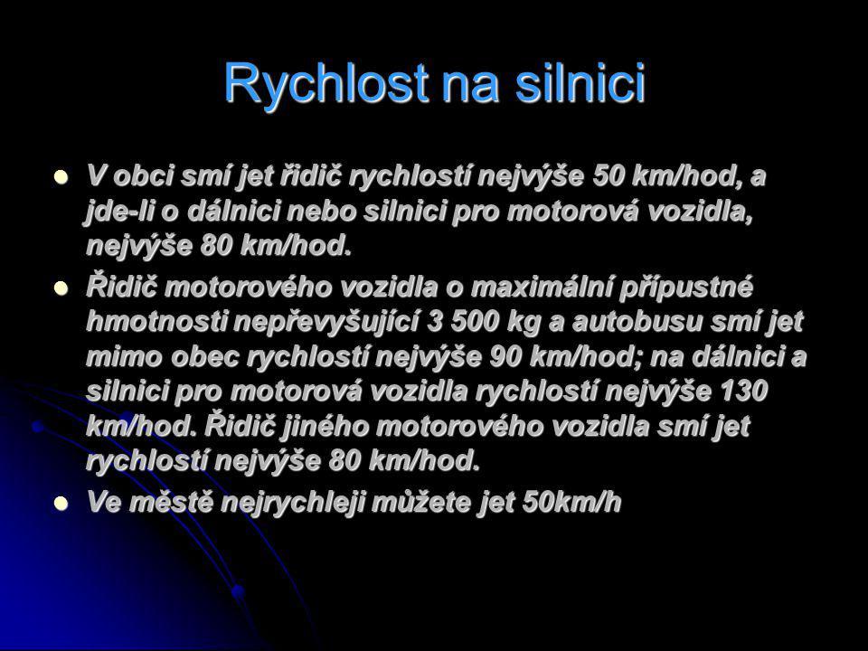 Rychlost na silnici V obci smí jet řidič rychlostí nejvýše 50 km/hod, a jde-li o dálnici nebo silnici pro motorová vozidla, nejvýše 80 km/hod.