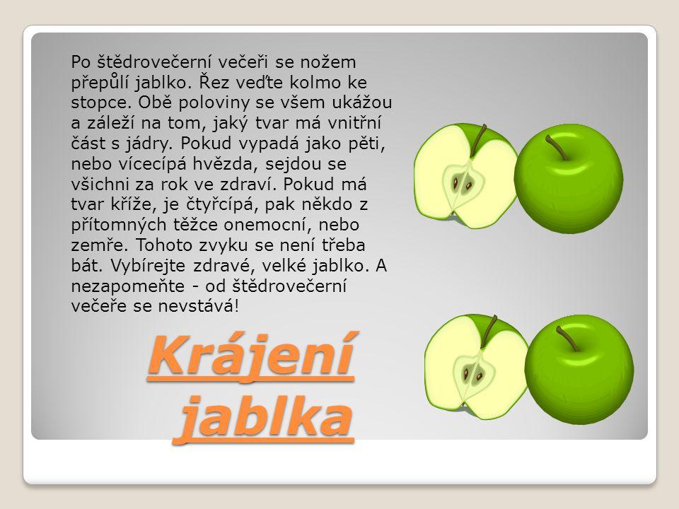 Po štědrovečerní večeři se nožem přepůlí jablko