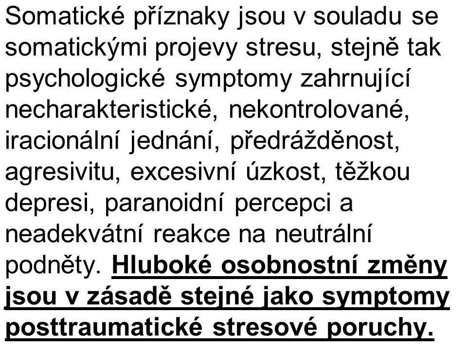 Somatické příznaky jsou v souladu se somatickými projevy stresu, stejně tak psychologické symptomy zahrnující necharakteristické, nekontrolované, iracionální jednání, předrážděnost, agresivitu, excesivní úzkost, těžkou depresi, paranoidní percepci a neadekvátní reakce na neutrální podněty.