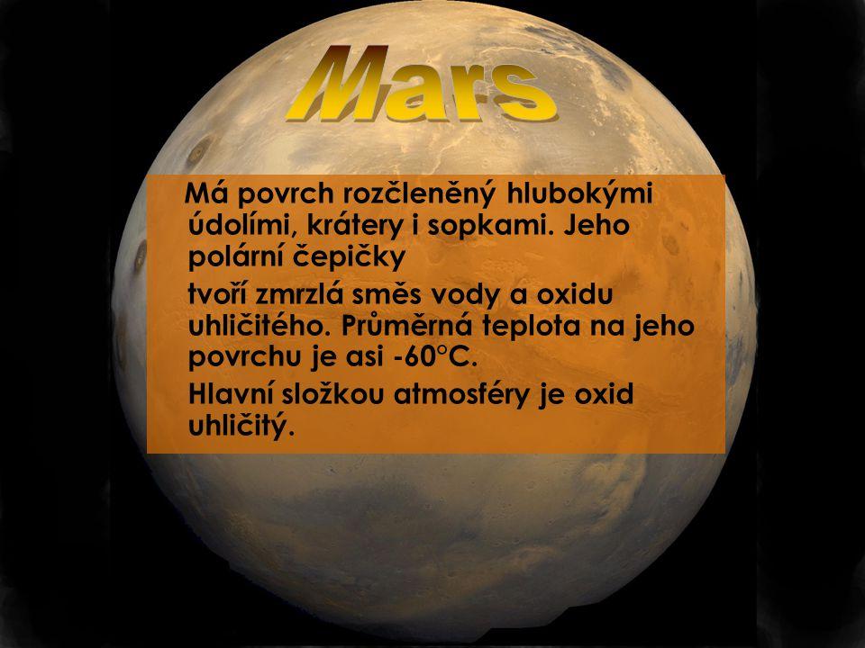 Mars Má povrch rozčleněný hlubokými údolími, krátery i sopkami. Jeho polární čepičky.
