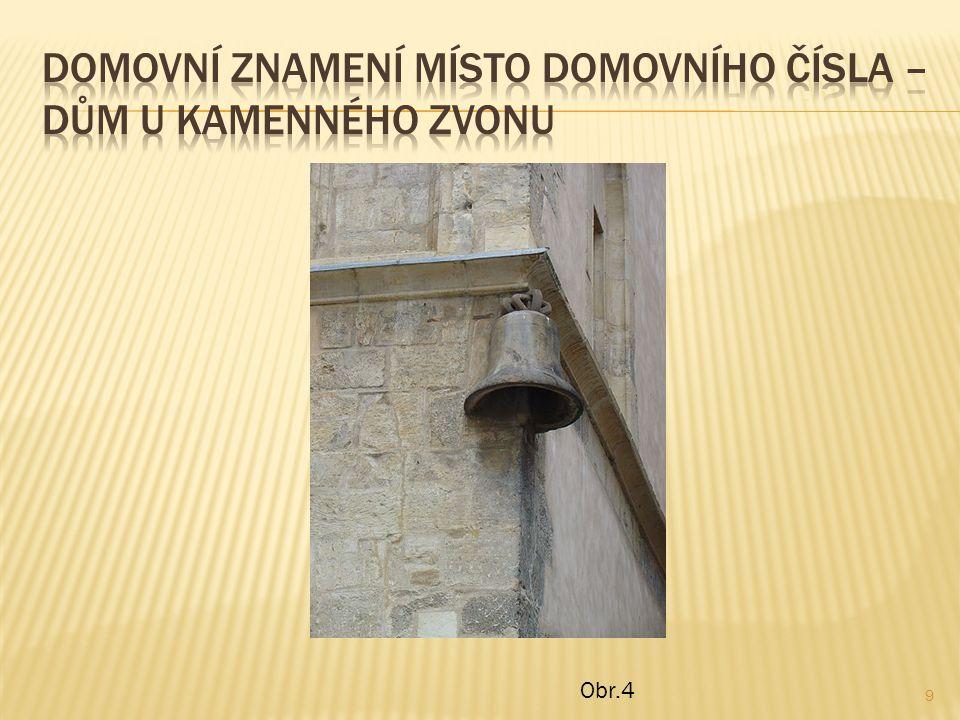 Domovní znamení místo domovního čísla – dům u kamenného zvonu