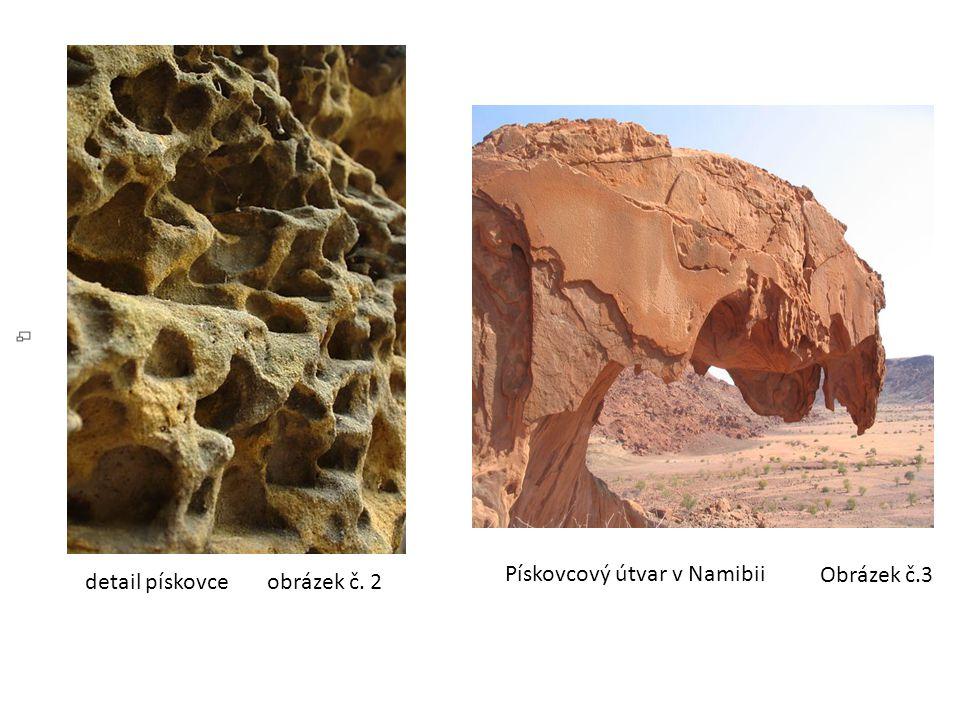 Pískovcový útvar v Namibii